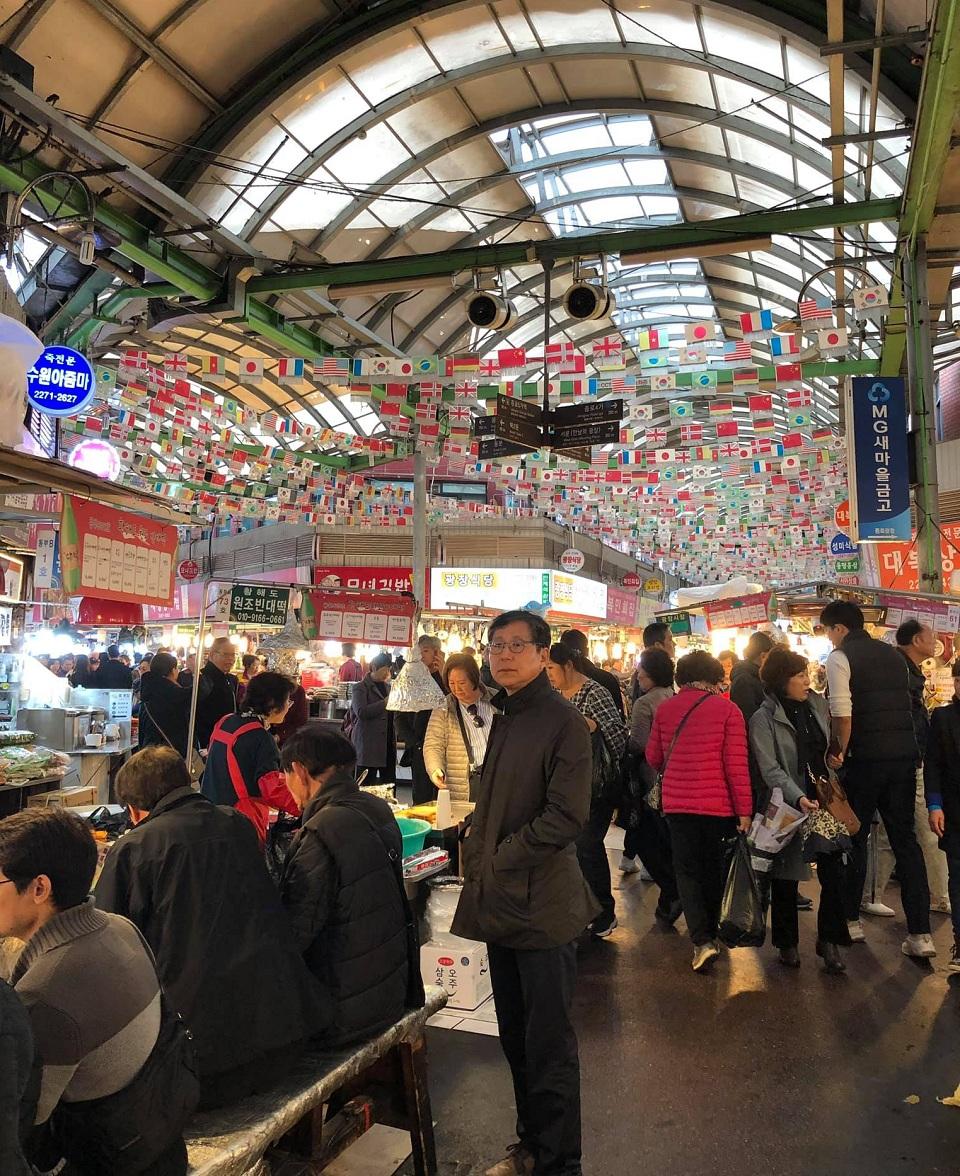Bên trong chợ truyền thống ở Seoul