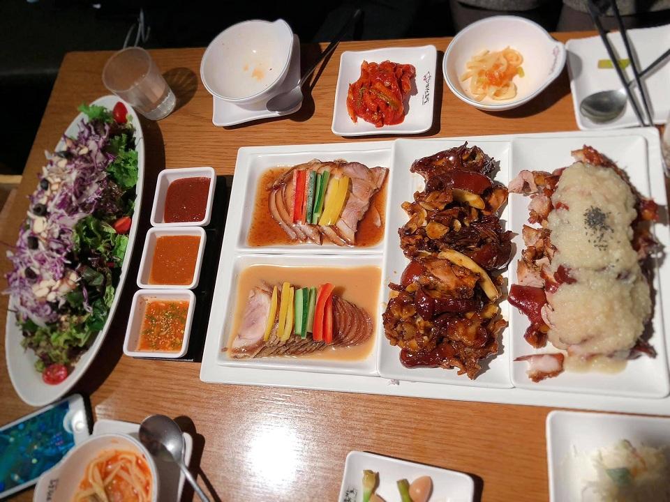 Thịt chân giò, món ăn hay thấy trên phim Hàn Quốc