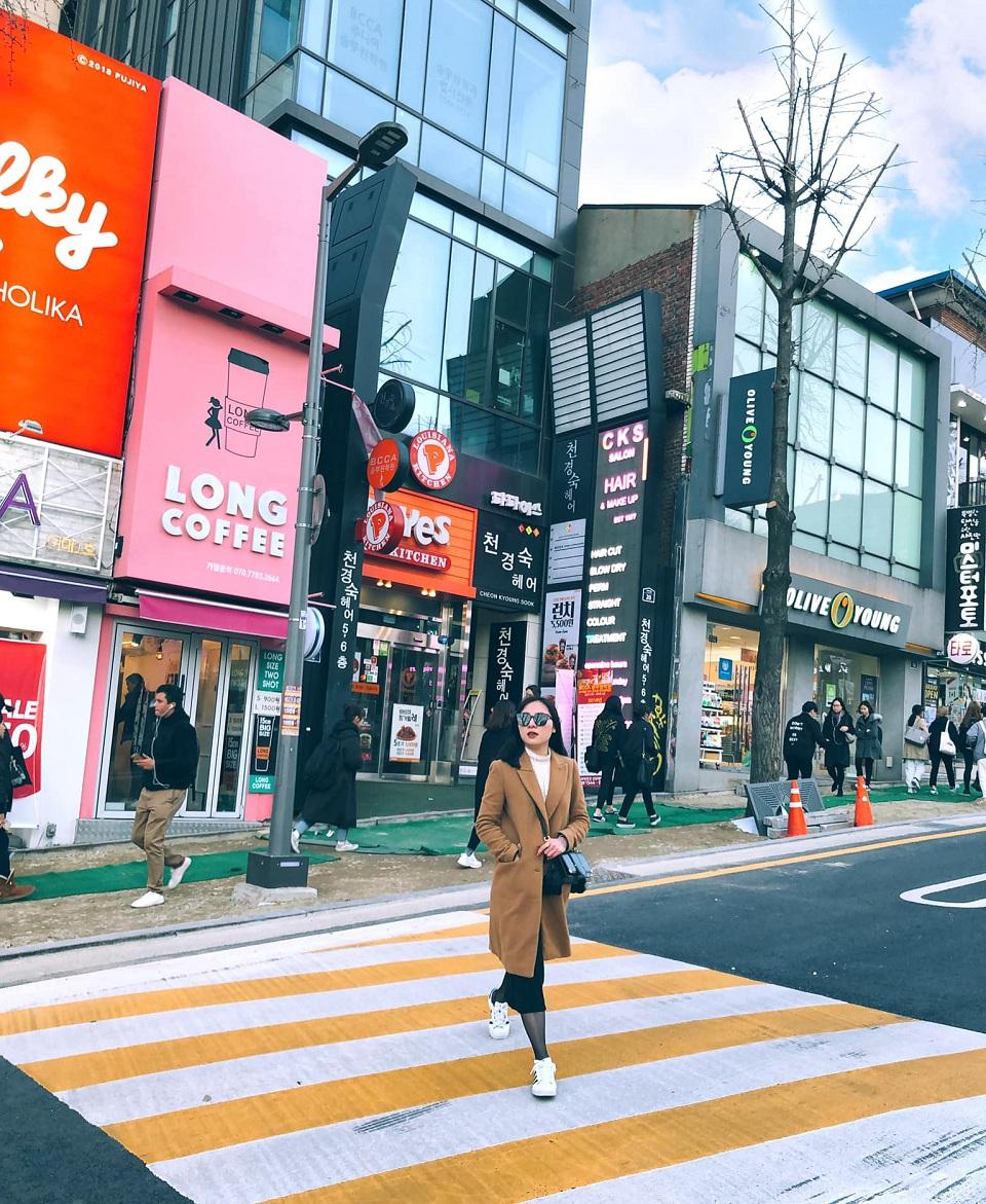 Góc Hongdae, ngập tràn cửa hàng, thương hiệu