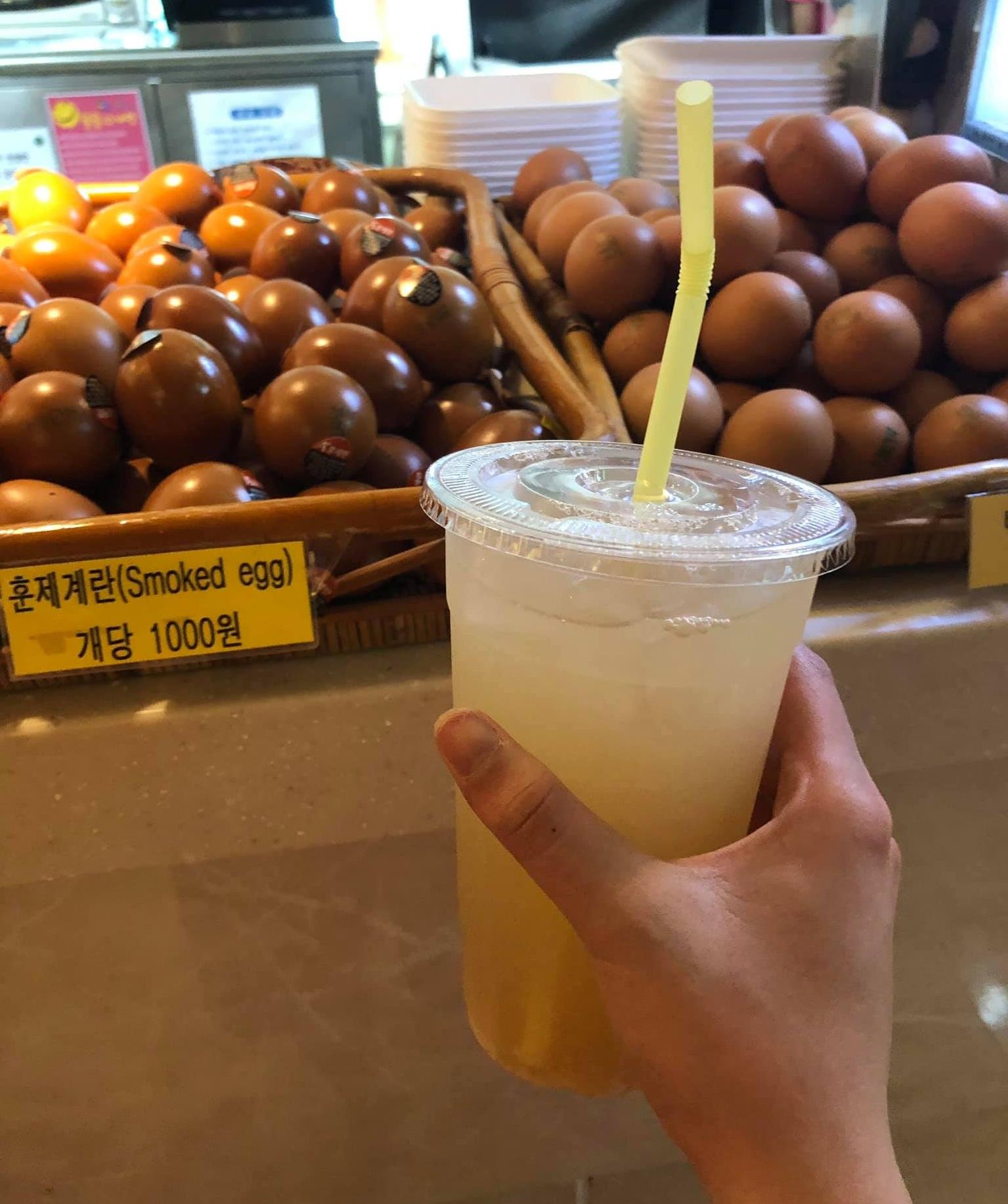 Tắm nước nóng, xông hơi ở Hàn Quốc thường ăn trứng luộc và uống nước gạo