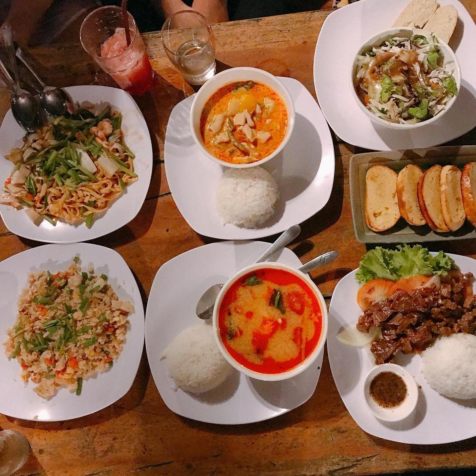 Đồ ăn trên đảo Kohrong Saloem trông rất hấp dẫn