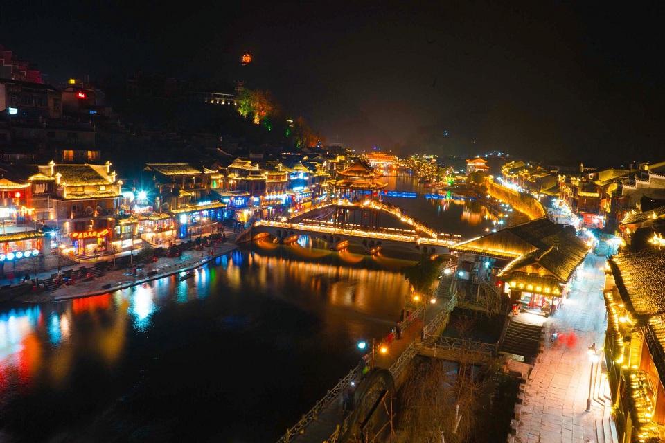 Phương Hoàng cổ trấn về đêm | Vietnam Booking