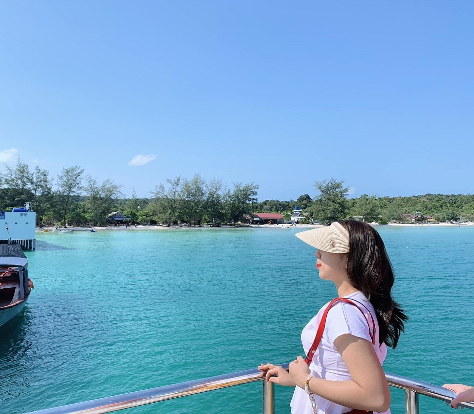 Nhìn thấy đảo từ trên thuyền | Kohrong | kohrong Saloem