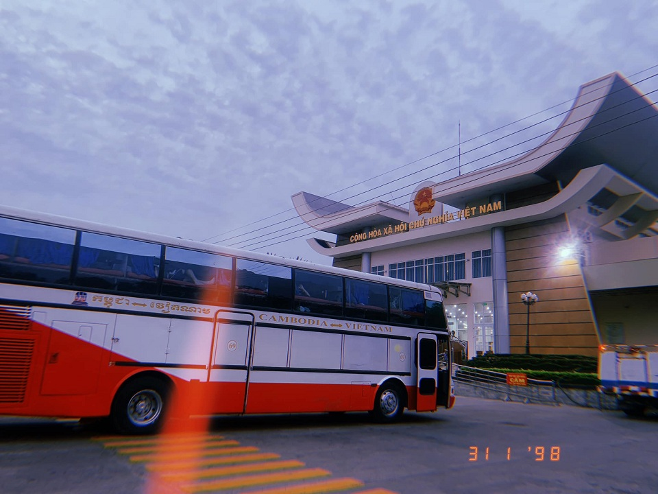 Xe qua cửa khẩu Mộc Bài, Tây Ninh | Vietnam Booking