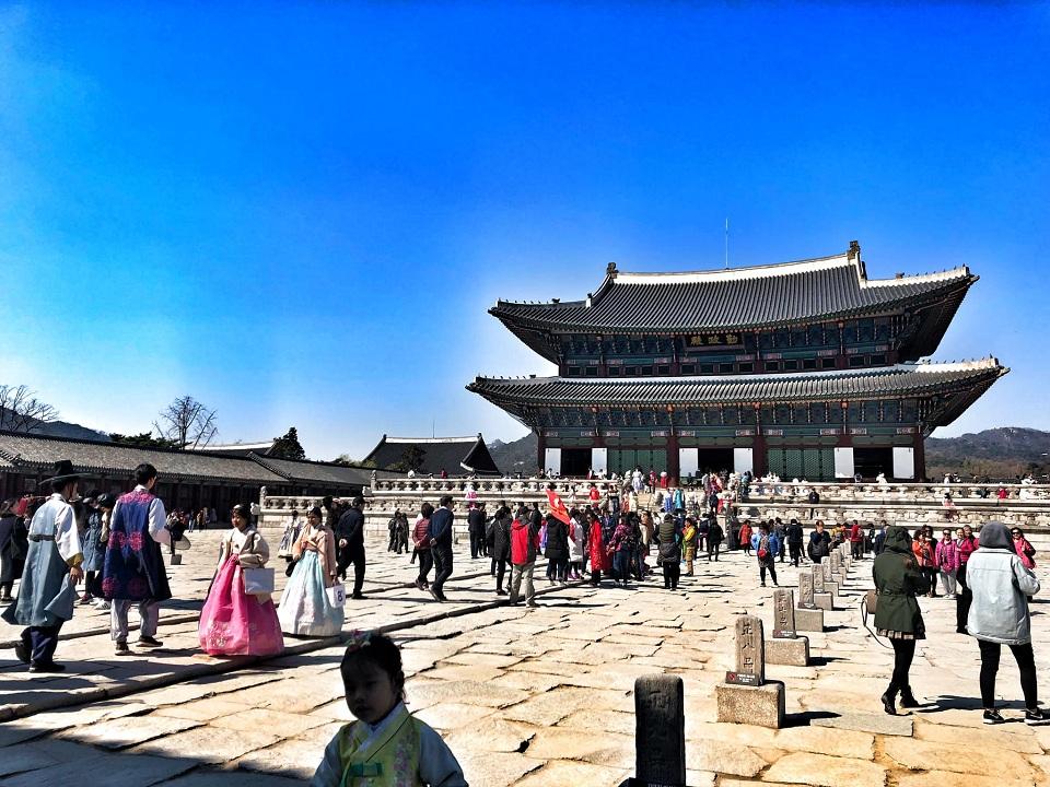 Cung Cảnh Phúc cổ kính giữa Seoul