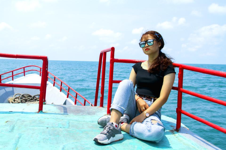đi tàu ra đảo hòn Sơn